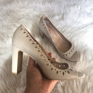 DKNY | peep toe pumps beige size 8 EUC